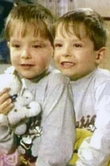 Bill und Tom Kaulitz   Ach, ist das niedlich: Zum Geburtstag der beiden Zwillinge teilt Bill Kaulitz ein Foto aus der Kindheit.