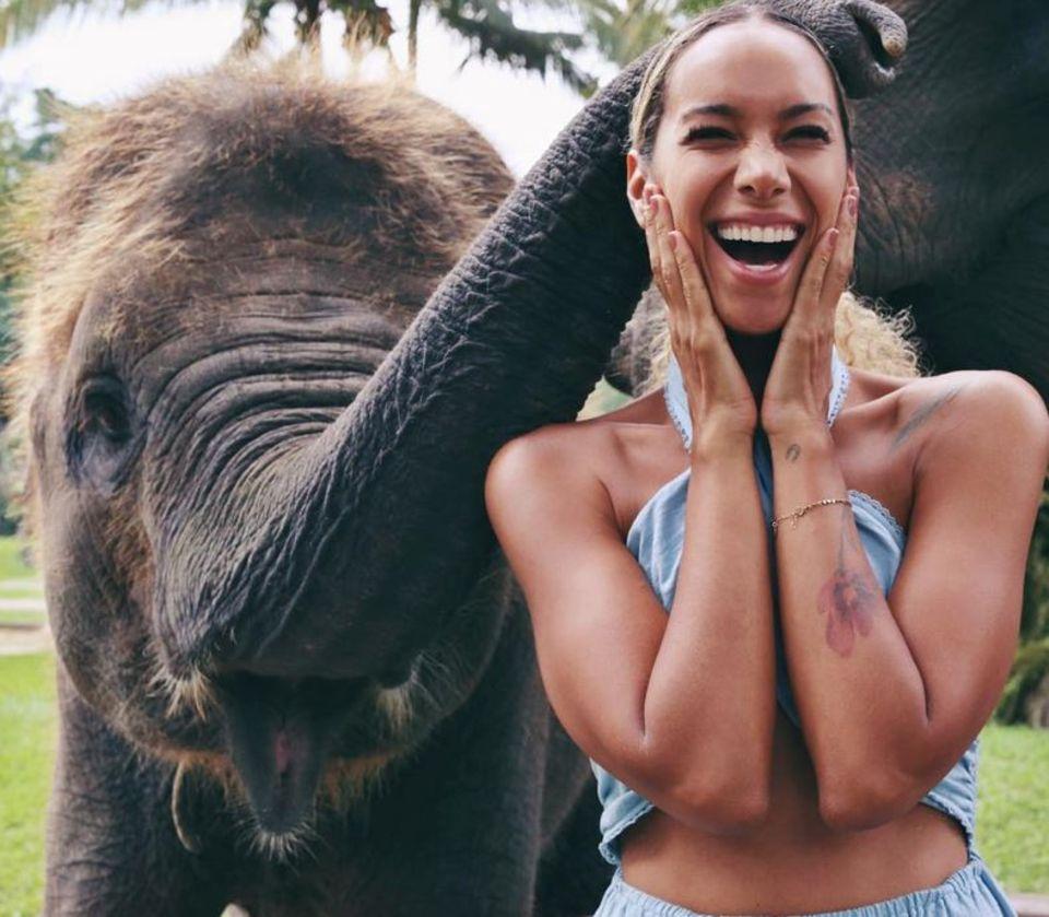 """Dieser niedliche Elefant bringt Leona Lewis zum Strahlen. Auf Instagram schreibt die Sängerin:""""This made my soul happy""""."""