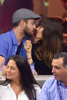 2. September 2017  Eigentlich sind Justin Timberlake und Jessica Biel gekommen, um sich bei den US Open das Tennismatch zwischen Roger Federer und Feliciano López anzusehen. Doch das Paar lässt sich immer wieder ablenken und tauscht verliebte Blicke.