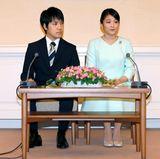 3. September 2017  Prinzessin Mako, die Tochter von Prinz Akishino und Prinzessin Kiko gibt in Tokio ihre Verlobung mit Kei Komuro bekannt.