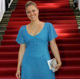 Mitte der 2000er-Jahre führt auf den roten Teppichen kein Weg - oder besser noch: Blick - an Ruth Moschner vorbei. Ob Glitzer-Lidschatten, Kristall-Accessoires oder funkelnde Kleider - die Moderatorin sticht stets durch ihre schillernden Looks hervor.