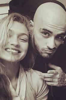 Zack, und ab! Musiker Zayn Malik hat sich von seinen kurzen Haarstoppeln getrennt und trägt jetzt Komplettglatze. Modelfreundin Gigi Hadid scheint es jedoch sehr gut zu gefallen - und Mama Trisha Malik ebenfalls.