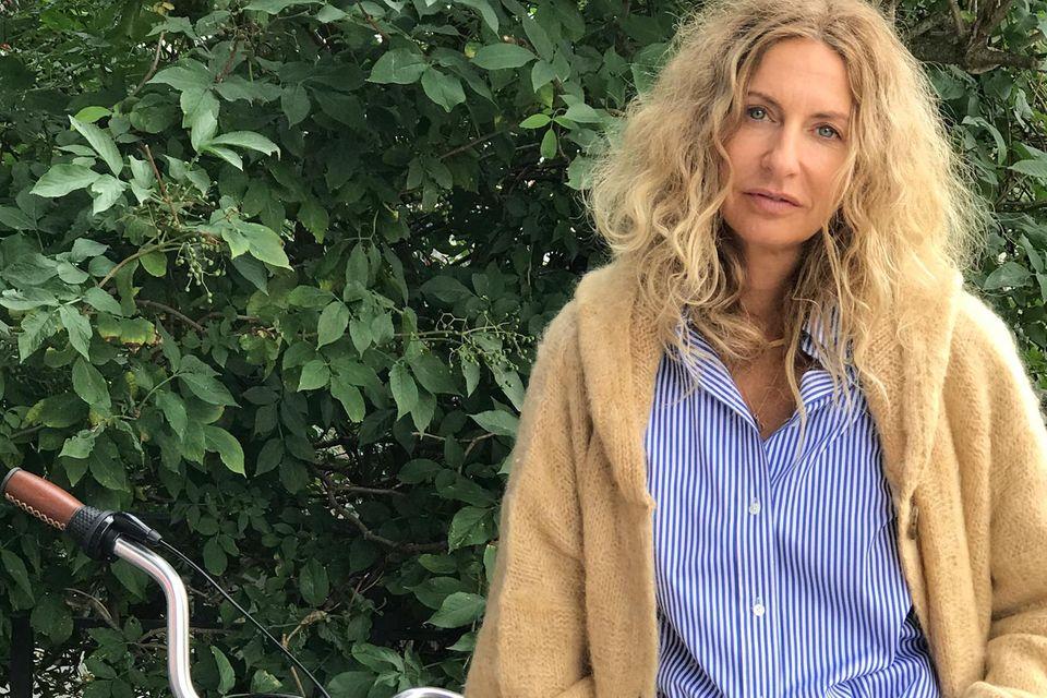 """Sue Giers in einem typischen """"Zwiebellook"""" mit mehreren Schichten - perfekt für den Herbst!"""