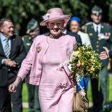 29. August 2017  Königin Margrethe zeigt sich gut gelaunt in Mindelunden, wo es ein Denkmahl einzuweihen gilt.