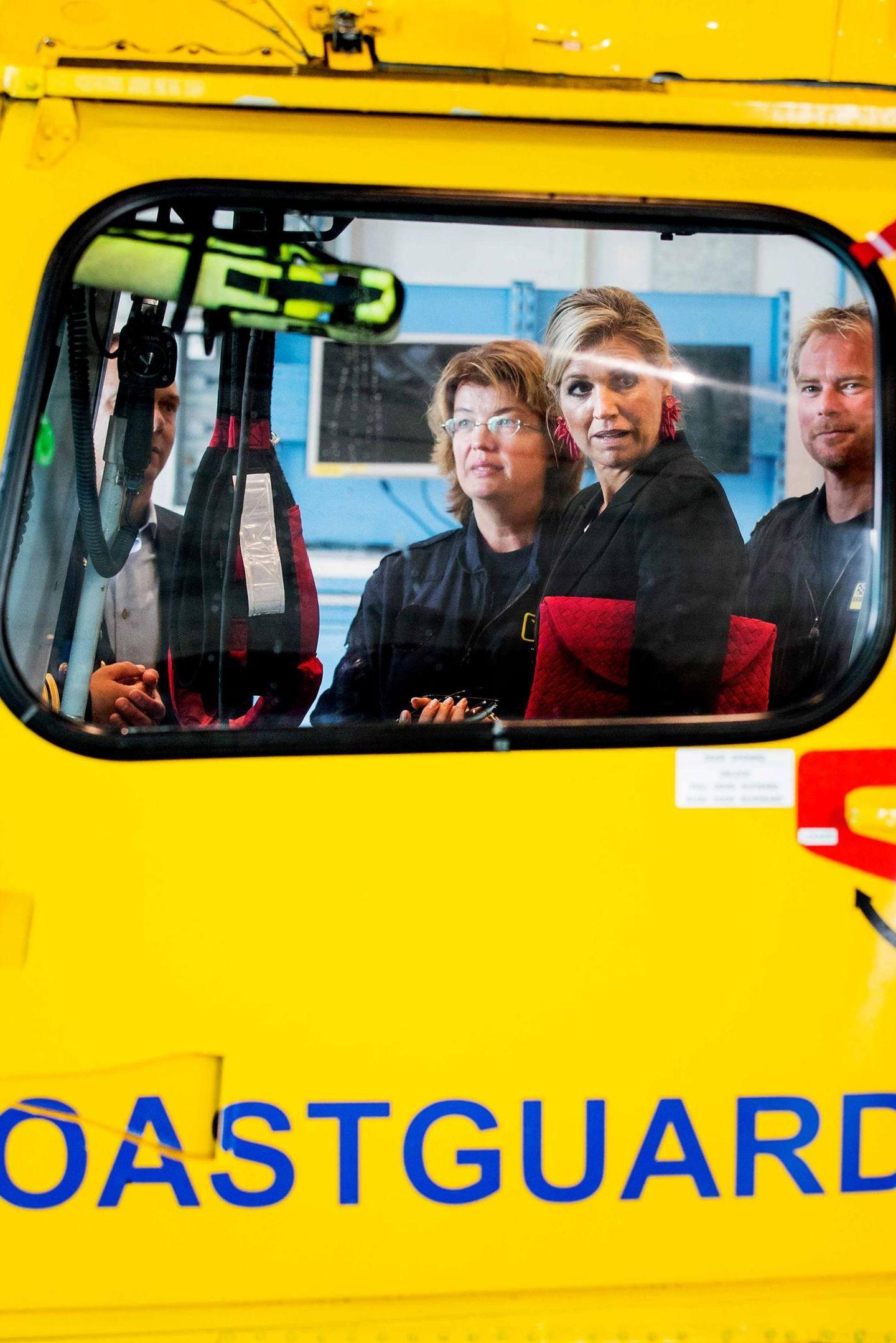 5. September 2017  Nicht immer ist alles klassisch in orange gehalten, wenn die Königin kommt: Máxima der Niederlande bei der Küstenwache.