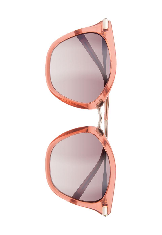 Shades of Pink. Oder pinke Shades? Sonnenbrille von Calvin Klein, ca. 160 Euro