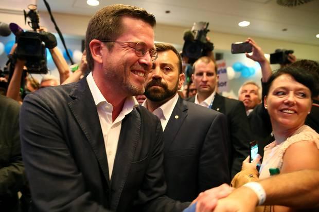 In Kulmbach schüttelte Karl-Theodor zu Guttenberg hunderte Hände. Bis 20. September, kurz vor der Bundestagswahl, sind weitere Auftritte in Bayern geplant