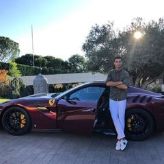 Sein neues Spielzeug: DerFerrari F12 tdf ist ein auf 799 Stück limitiertes Sondermodell des F12 und kostet schlappe 379.000 Euro.