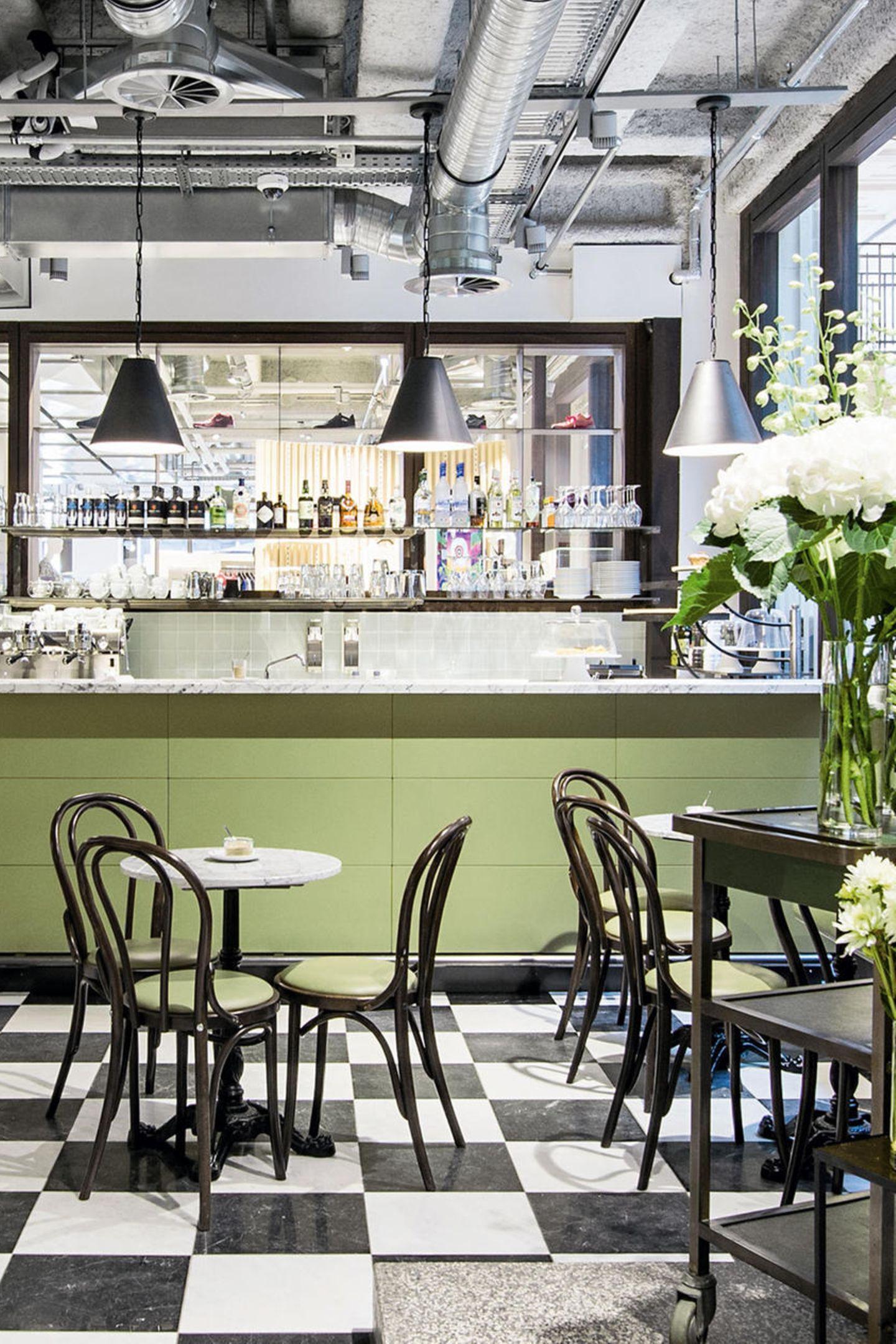 """Shoppen und Snacken:Der """"Uzwei Concept Store"""" in der Hamburger Kaisergalerie hat jetzt einen Deli. Dort gibt es kulinarische Highlights und neueste Food-Trends, etwa New York Style Pastrami Sandwiches oder hawaiianische Poké Bowls: uzwei.de"""