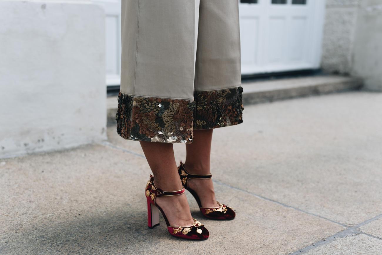 Coole Schuhe oder eine It-Bag können jedes Outfit in Windeseile aufwerten, so Nina.