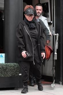 Noch im Mai sah man Janet Jackson meistens in sehr weiten, schwarzen Outfits, um die restliche Babypfunde zu verstecken, die nach der Geburt ihres Sohnes Eissa auf den Superstar-Hüften geblieben waren.
