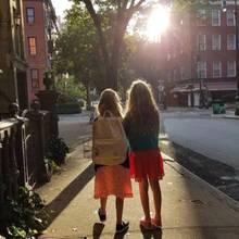 Tabitha und Lorreta, die Töchter von Sarah Jessica Parker, sind auf dem Weg zur Schule.
