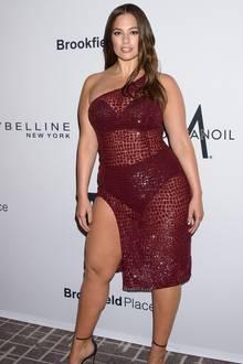 Nein, es sind nicht nur die Size-Zero-Stars, die den Nackttrend auf dem roten Teppich umsetzen. Auch Curvy-Model Ashley Graham zieht nun endlich mit und zeigt in einem transparenten Kleid ganz offen, wie schön ihre Rundungen sind.