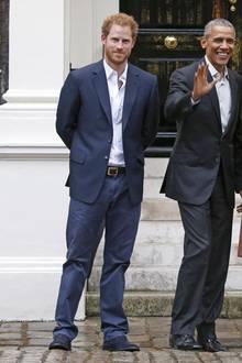 So kennen wir Harry: Sportlich und schlank, wie hier beim Besuch der Obamas in London im April 2016. Über seine Figur hat sich der Prinz eigentlich wirklich nie Gedanken machen müssen. Anscheinend tut er das aber doch...