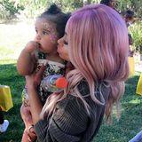 10 Monate alt ist Dream Kardashian bereits. Die süße Tochter von Blac Chyna und ihrem Ex Robert Kardashian feierte das 10-Monats-Jubiläum mit Gesichtsmalerei und jeder Menge Kuscheleinheiten mit Mama. Blac Chyna postete außerdem ein süßes Video auf Instagram, in dem sie mit Dream auf dem Arm tanzt.