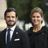 Prinz Carl Philip und Prinzessin Madeleine sind hingegen ohne ihre Ehepartner unterwegs. Sie müssen auf Sofia und Chris verzichten. Als Geschwisterpaar haben sie dennoch viel Spaß.