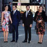 Die jungen Royals rund um Prinz Carl Philip haben sich für die abendliche Veranstaltung noch einmal frisch gemacht. Seine Schwestern, Victoria und Madeleine, haben sich dafür sogar umgezogen.