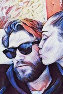 Miley Cyrus liebt Liam Hemsworth; und weil das so ist, gibt es einen liebevollen Schmatzer auf die Wange. Im Comicstyle postet der Schauspieler das niedliche Werk.