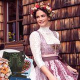 """""""Ein Dirndl muss klassisch sein"""", so Shermine Shahrivar, die im Modell """"Hagenberg"""" mit hochgeschlossener Spitzenbluse alles richtig macht (Sportalm, ca. 759 Euro)"""