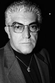 """13. September 2017: Frank Vincent (78 Jahre)  Der """"Die Sopranos""""-Star (Phil Leotardo) ist gestorben. Bekanntheit erlangte er als Schauspieler in den Scorsese-Filmen: """"Good Fellas"""", """"Casino"""" und """"Wie ein wilder Stier"""".Die Promi-Website """"TMZ"""" gab bekannt, dass Vincent an den Komplikationen nach einer Herzoperation in New Jersey starb. Er überstand eine Woche zuvor einen Herzinfarkt."""