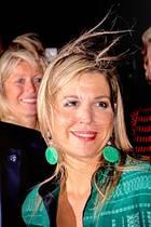 Vom Winde verweht: Auf dem Weg zu einer Preisverleihung in Amsterdam wird KöniginMáxima vom Wetter überrascht. Nicht nur ihre blonde Mähne wird vom starken Wind durchgewuschelt.