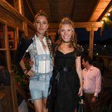 16. September 2017  Die österreichische Sängerin Victoria Swarovski (r.) udn ihre Schwester Paulina Swarovski auf dem Balkon im Käferzelt.
