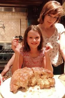 17. September 2017  Für Milla Jovovich gibt es nichts Schöneres, als mit ihren Kids in der Küche zu stehen und zu backen. Was sich hier so gigantisch vor ihr und ihrer Tochter Ever türmt? Ein Affenbrot aus Hefeteig.
