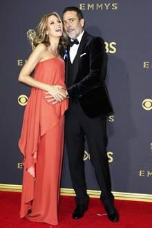 Auch der werdende Papa Jeffrey Dean Morgan ist ganz aus dem Häuschen. Schließlich sieht seine Hilarie mit Babybauch im korallfarbenen Seidenkleid auf dem roten Teppich der Emmys auch ganz bezaubernd aus.