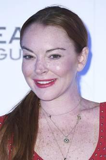Damit ist jetzt aber Schluss. Lindsays Gesicht wirkt so prall, straff und faltenfrei, dass sogar ihr Lächeln angestrengt wird. Für eine junge Frau Anfang dreißig ist das ziemlich gruselig.