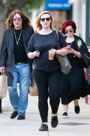 15. September 2017  Nach Bekanntgabe der jahrelangen Untreue gegenüber seiner Frau wollenOzzy Osbourne und Sharon Osbourne jetzt gemeinsam um ihre Ehe kämpfen. Zusammen sind sie in Los Angeles unterwegs.