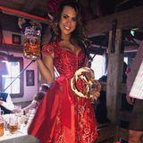 Jessica Paszka prostet ihren Fans zu: Auch wenn sie kein Bier mag, auf der Wiesn ist es pflicht, so die ehemalige Bachelorette.