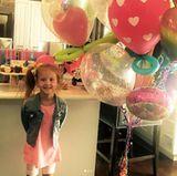 14. August 2017   Haven wird stolze 6 Jahre alt: Mutter Jessica Alba macht ihre Tochter mit ganz vielen bunten Ballons glücklich.