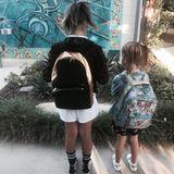5. September 2017   Der erste Schultag nach den Ferien ist überstanden: Töchter Honor (vierte Klasse) und Heaven (erste Klasse) zeigen ihre Schulranzen.