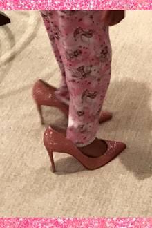 Ein witziges Video auf Beyoncés Website zeigt, wie Blue Ivy versucht in den heißen High Heels zu laufen