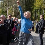 20. September 2017  Getroffen! Mette-Marit reißt jubelnd den Arm hoch.