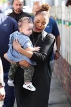 """20. September 2017  Mit Söhnchen Eissa Al Mana wird Popstar Janet Jackson in Hollywood gesichtet. Gemeinsam hat es Lunch im """"The Ivy"""" gegeben."""
