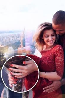 """Sarah Nowak hat """"Ja"""" gesagt zu ihrem Dominic. Kurz vor der Geburt ihrer Tochter hat ihr Liebster mit einem zauberhaften, klassischen Verlobungsring um ihre Hand angehalten"""