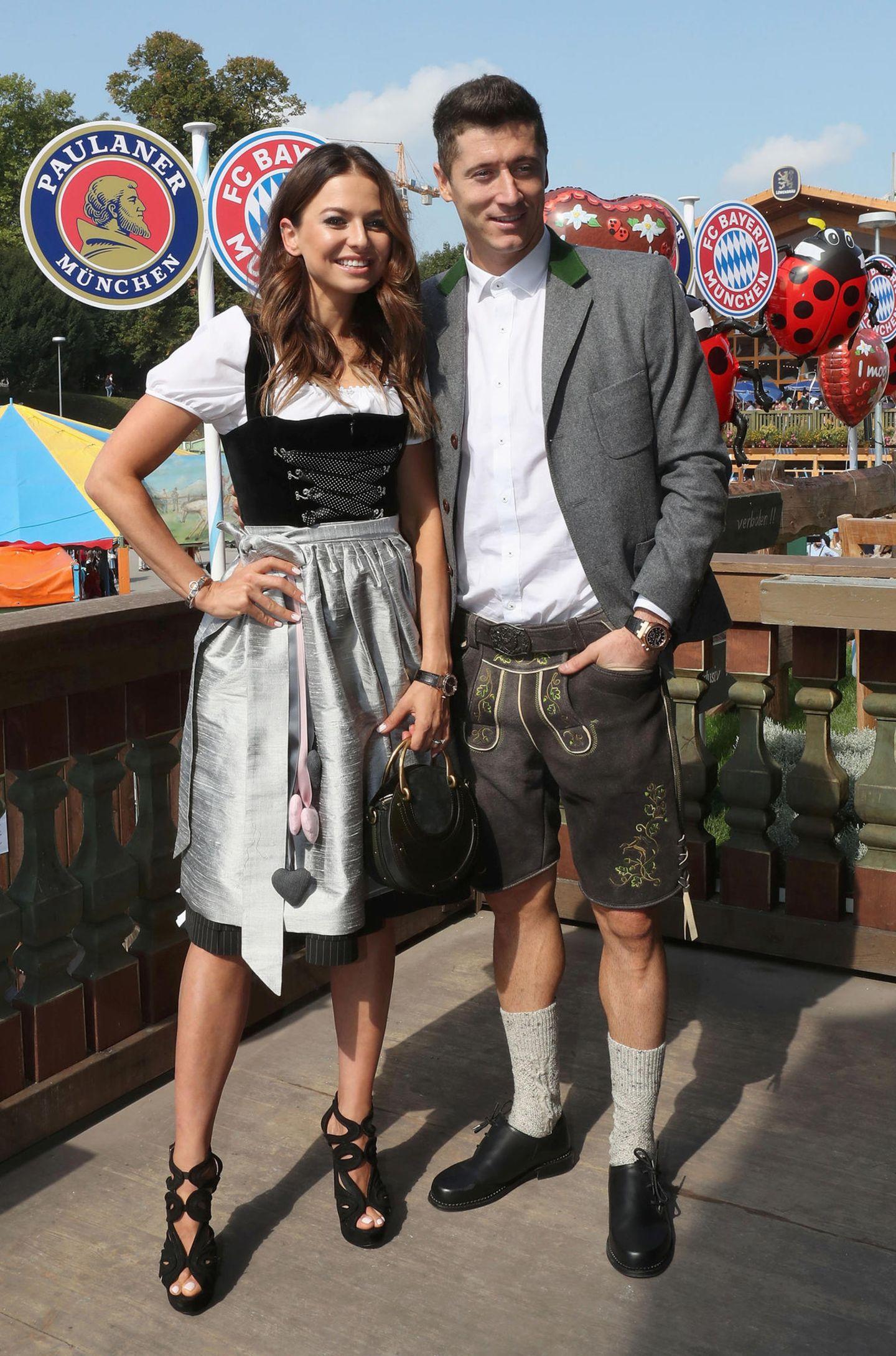 So a fesches Boa!Robert Lewandowski und seine Frau Anna