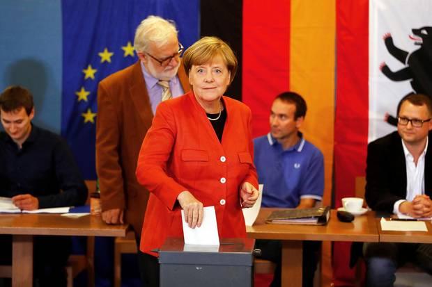 24. September 2017  Wir haben alle die Wahll! Auch Bundeskanzlerin Angela Merkel gibt ihre Stimme in Berlin ab. Spitzenkandidat der SPD Martin Schulz besuchte mit seiner Frau Inge hingegen das Wahllokal in Wuerselen.