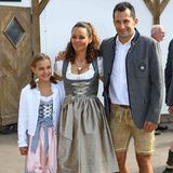 Kicker-KollegeHasan Salihamidžić wird ebenfalls von seinen Schätzen zum Oktoberfest begleitet. Doch kommen bei ihm - anders als bei Robben - nicht alle drei Kids mit, sondern lediglich Tochter Selina.