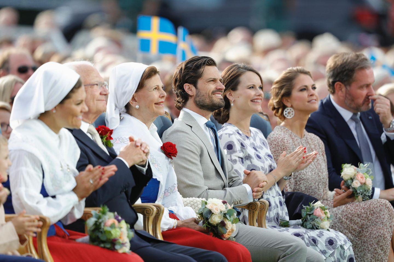 Die schwedischen Royals (v.l.n.r.): Prinzessin Viktoria, König Carl Gustaf, Königin Silvia, Prinz Carl Philip und Ehefrau Prinzessin Sofia, Prinzessin Madeleine und Ehemann Chris O'Neill