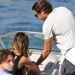 26. Juli 2017  Wenige Wochen zuvor halten sich die zwei noch in Saint-Tropez auf und haben viel Spaß auf dem Wasser. Heidi darf sogar am Lenker ihres Schnellboots sitzen.