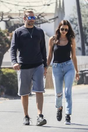 Bradley Cooper und Irina Shayk schlendern Ende September ganz entspannt durch Malibu.