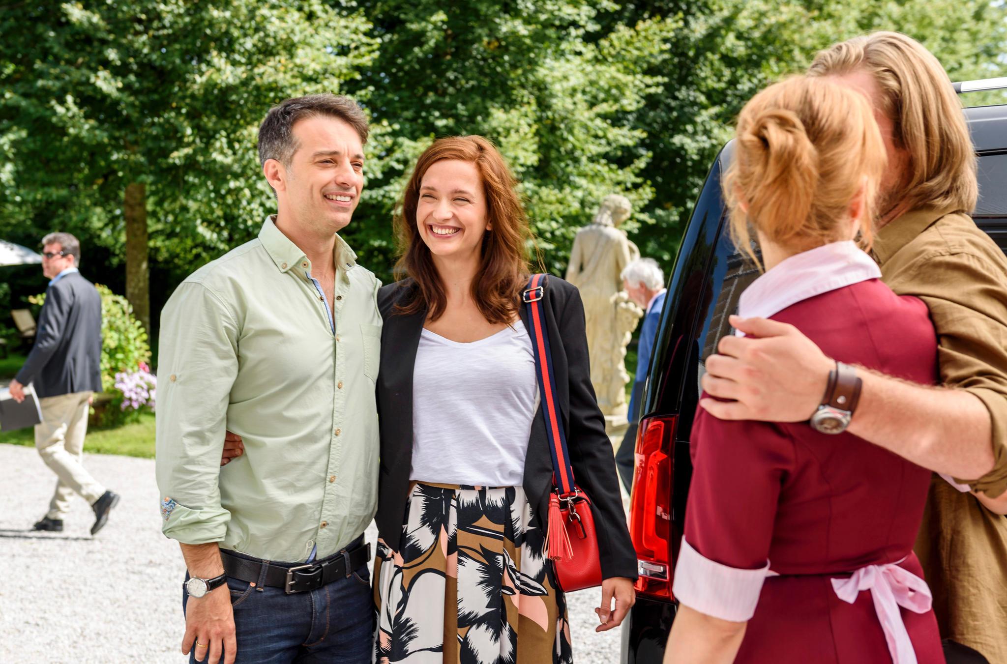 Robert Saalfeld (Lorenzo Patané) und Eva Saalfeld (Uta Kargel) sind zurück am Fürstenhof