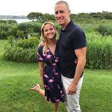 """27. Juli 2017  Ihrem Ehemann, Jim Toth, gratuliert Reese unter anderem mit einem Foto auf Instagram, das sie mit den süßesten Worten versieht. """"Wir sind so glücklich, dich in unserem Leben zu haben"""", beendet sie ihre niedlichen Glückwünsche."""