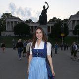 """Carice van Houten kennt man sonst auch aus einer Hollywood-Kulisse. Doch steht der Schauspielerin die Bavaria-Statue mindestens genauso gut wie das Set von """"Game of Thrones""""."""