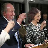 26. September 2017  Juan Carlos und Sofia stoßen beimbeim Dinner im Rahmen des 40. Jubiläums des Unternehmerkreises in Madrid mit einem Gläschen Sekt an.
