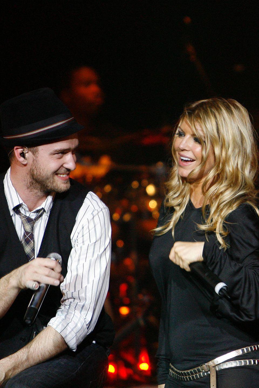 """Fergie und Justin Timberlake  Lange bevor sich Fergie und Justin in feste Hände (und die Ehe) begaben, haben sie 1997 eine heftige Affäre miteinander. Fergie erzählt dazu: """"Wir sind ausgegangen, hatten viel Spaß und haben rumgemacht. Wir waren auch auf Hawaii zusammen, es war uns aber nie ernst."""""""