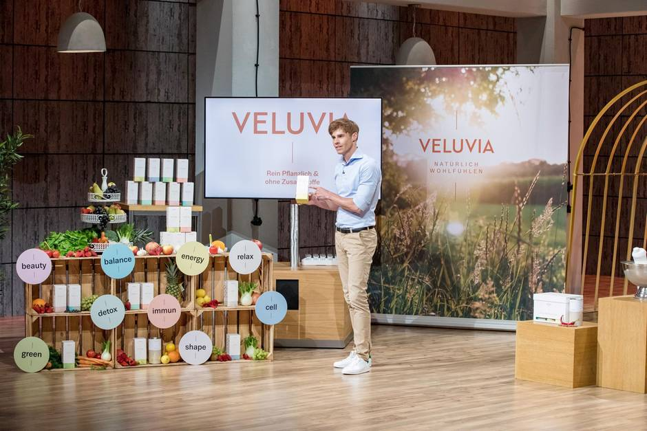 Veluvia-Mitgründer Jörn-Marc Vogler präsentiert sein Produkt den Löwen