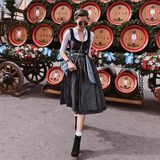 Instagrammerin Linda ist als München-Fashionista auf der Wiesn unterwegs und macht unFASSbar schöne Fotos.